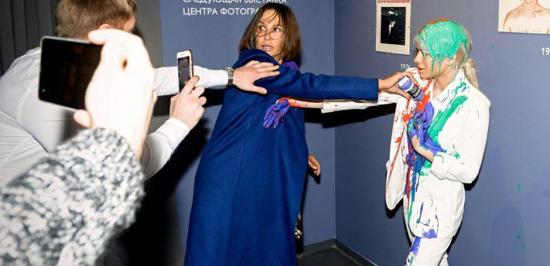 На выставке Боуи произошла потасовка между поклонницами