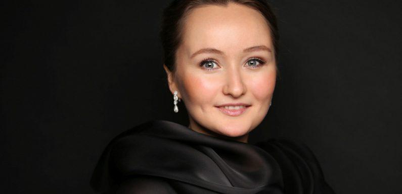 Юлия Лежнева споет в БЗК