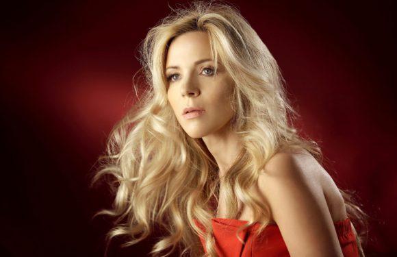 Людмила Соколова представила автобиографичную песню «Младшая сестра»