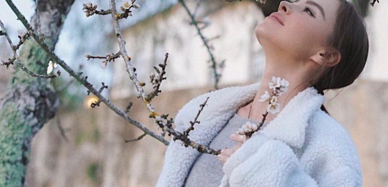 Елена Темникова продолжает выкладывать кинотрилогию