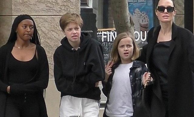 Анджелина Джоли в образе total black на прогулке с детьми в Лос-Анджелесе