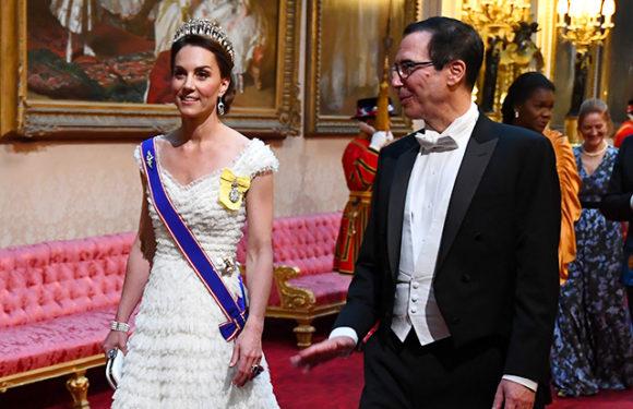 Кейт Миддлтон, королева Елизавета II, Дональд и Мелания Трамп на гала-ужине в Букингемском дворце