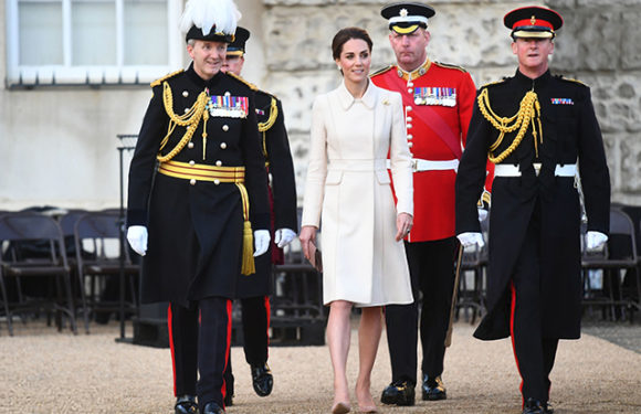 Кейт Миддлтон впервые приняла парад конной гвардии в Лондоне