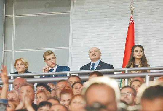 Коля Лукашенко появился на публике в компании загадочной девушки