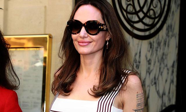 Анджелина Джоли на прогулке с Жаклин Биссет в Париже