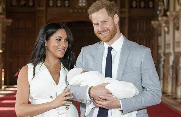 СМИ: Меган Маркл и принц Гарри с сыном улетели на частном самолете на Ибицу