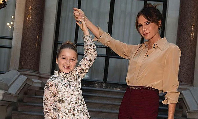 """Викторию Бекхэм раскритиковали за навязывание дочери Харпер """"нездоровых примеров красоты"""""""