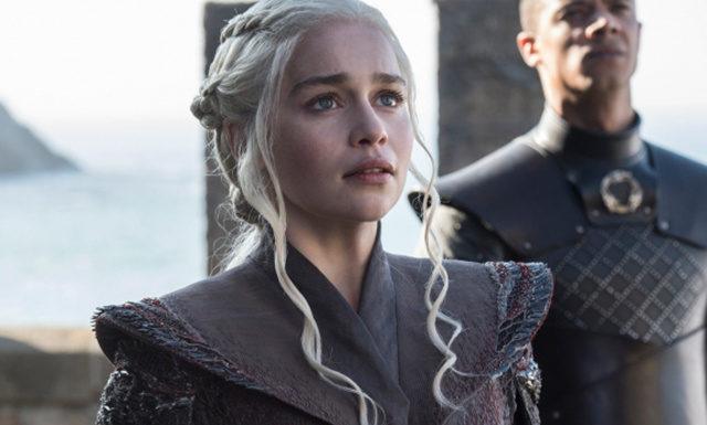 Все тайное стало явным: Эмилия Кларк рассказала, по чьей вине в кадр «Игры престолов» попал стакан с кофе