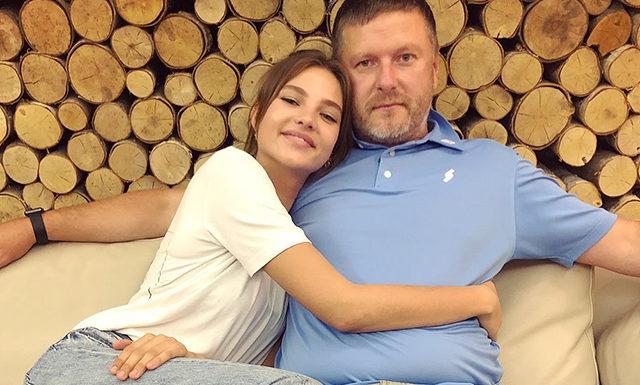 Евгений Кафельников о дочери Алесе: «На показы Chanel ее не возьмут — она пришла на кастинг нетрезвой»