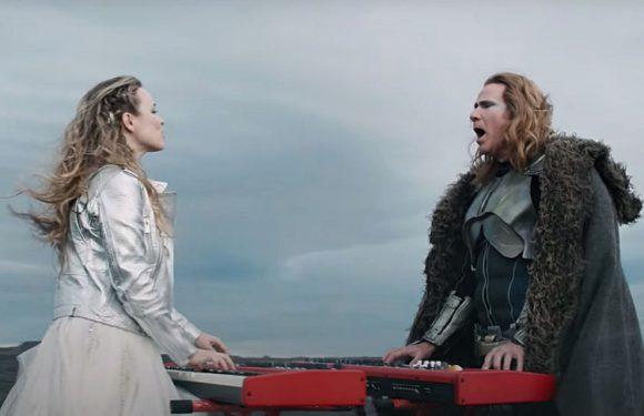 «Человек-вулкан»: Рэйчел МакАдамс и Уилл Феррелл исполнили песню для «Евровидения»