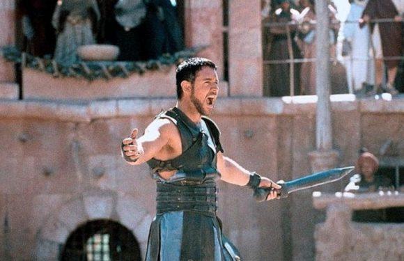 «Гладиатор» 20 лет спустя: как сложилась карьера Рассела Кроу, Хоакина Феникса и других актеров культового фильма Ридли Скотта