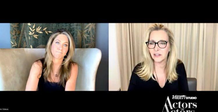 «Друзья» на проводе: Дженнифер Энистон и Лиза Кудроу связались по видео и обсудили тот самый сериал