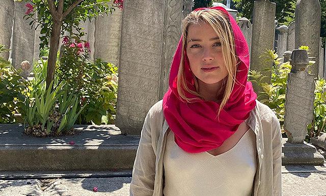 Эмбер Херд оказалась в центре скандала на отдыхе в Стамбуле: актрису осудили за выбор одежды для посещения мечети
