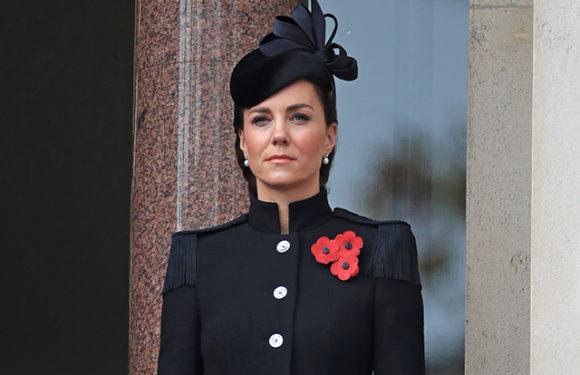 Кейт Миддлтон, принц Уильям, королева Елизавета II на церемонии в честь Дня памяти павших