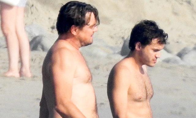 Леонардо ДиКаприо весело провел время с друзьями на пляже в Малибу: фото